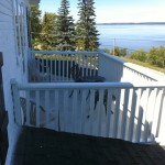 Facing the lake, you can privately enjoy from your private front balcony your morning coffee while contemplating the beautiful sunrise on lake Temiskaming. The Murphy Suite is located on the 2nd floor of the Presidents' Suites Villa in Haileybury. / Face au lac, vous pouvez profitez pleinement de votre balcon avant privé en prenant votre café du matin tout en contemplant le lever du soleil sur le lac Témiscamingue. La suite Murphy est située au 2e étage de la Villa des Suites des Présidents à Haileybury.