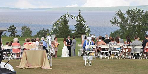 Destination wedding celebration at the historic Haileybury golf course / célébration d'un mariage à destination au club de golf de Haileybury à Temiskaming Shores