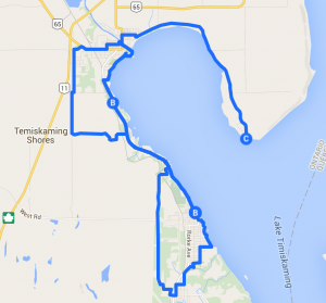 Cycling in Temiskaming Shores by lake Temiskaming. / Vélo à Haileybury et New Liskeard.