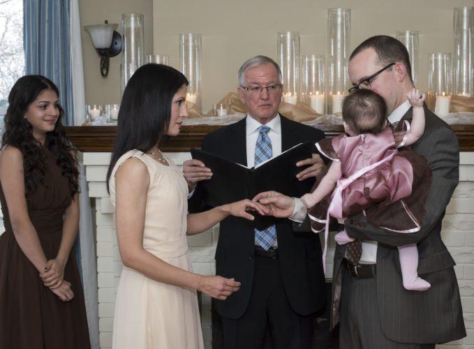 Very intimate destination wedding celebration at the Villa of the Presidents' Suites in Haileybury / cérémonie de mariage intime aux Suites des Présidents à Témiskaming Shores