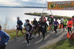 Haunted Hustle Event Start. The race starts in Haileybury, passes in front of the Presidents' Suites and heads towards New Liskeard. / Le départ de la course Haunted Hustle organisée par le groupe Stato.
