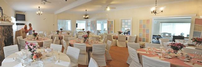 Wedding reception set-up at the Haileybury golf clubhouse / installation pour réception de mariage au club de golf de Haileybury