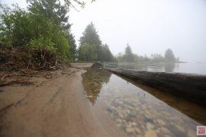 Calm water on west side of Farr Island. West side is only 300ft from main land. / Eau calme sur le c^té ouest de l'île Farr. Le côté ouest est seulement à 300 pi de la terre ferme.