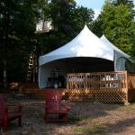 Farr Island deck and party tent on lake Temiskaming / Patio et grande tente à l'île Farr surle lac Temiskaming