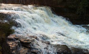 One of the falls at Pete's Dam Park close to New Liskeard. An ideal location for a family hike or picnic / Une chute au parc Pete's Dam près de Temiskaming Shores. Un endroit idéal pour une randonnée en famille ou un piquenique.