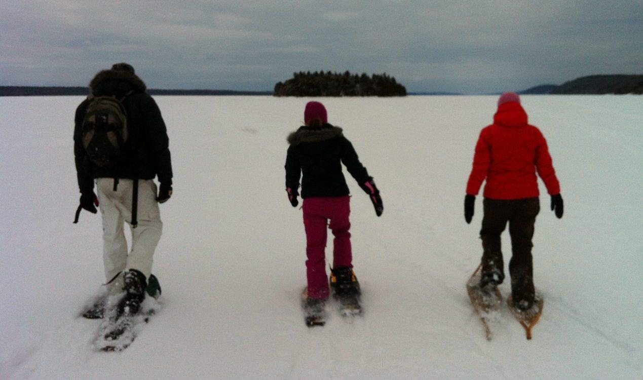 Snowshoeing on Lake Temiskaming to Farr Island which is owned by the Presidents' Suites. / En raquette sur le lac Témiskaming en route vers l'île Farr qui est appartenue par les Suites des Présidents.