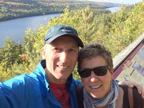 A shot from the lookout in Temiskaming during our lake Temiskaming fall colour tour / photo à partir du belvédère à Témiskaming pendant notre tour des couleurs d'automne du lac Témiscamingue.