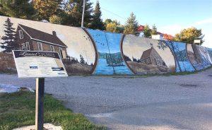 In the heart of town is a mural 110 m long and 2 m high showing highlights of Laniel history / au centre-ville de Laniel, la murale de 110m présente l'histoire de la petite communauté située sur les rives du lac Kipawa.
